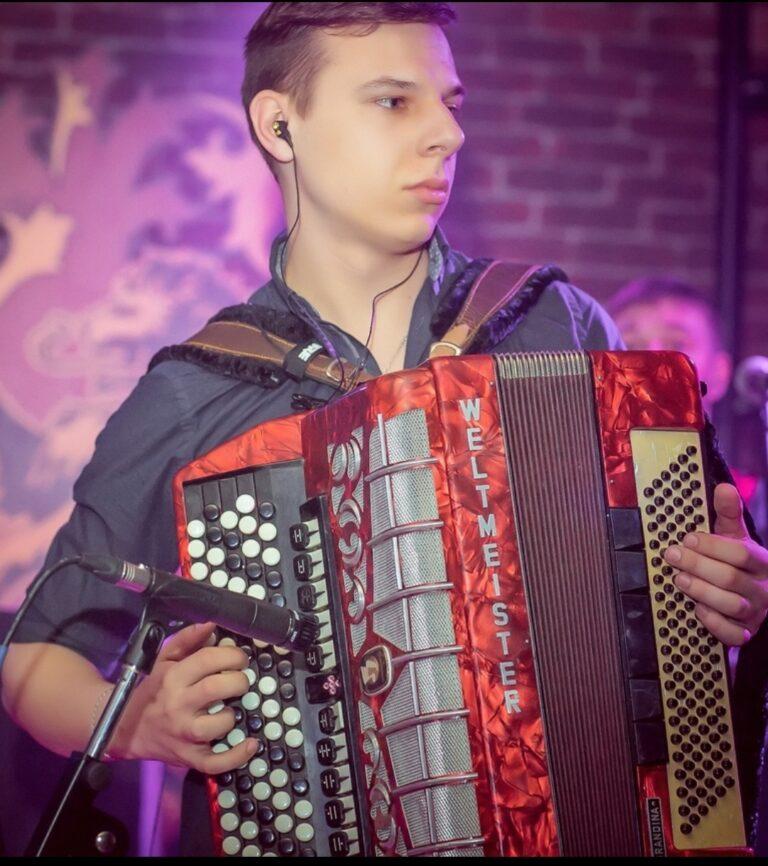 Петров Евгений Евгеньевич